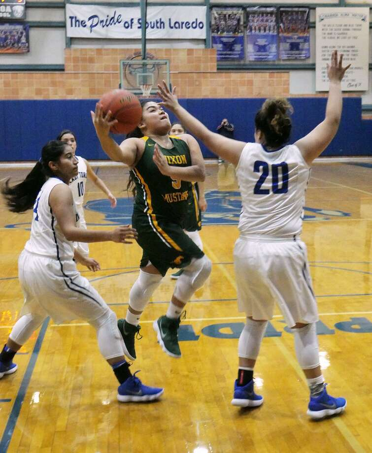Alyssa Mata and Nixon improved to 2-0 in District 31-5A Saturday with a 51-30 win at Cigarroa while the Lady Toros dropped to 0-2 to begin their title defense. Photo: Cuate Santos /Laredo Morning Times / Laredo Morning Times