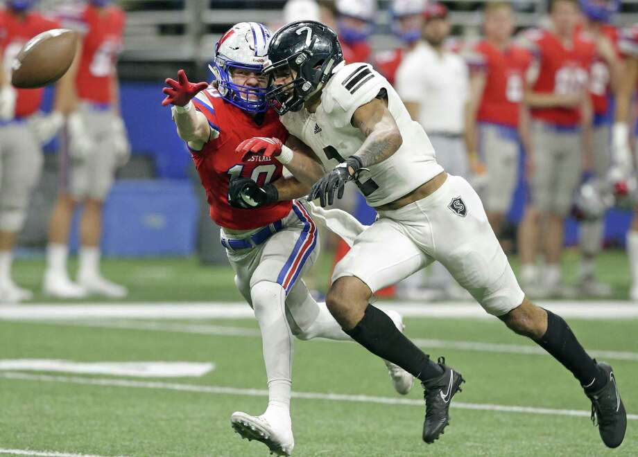 Knight receiver Caden Sterns is covered closely and thwarted from a reception by Thomas Rousseau as Steele plays Westlake in the Class 6A Division II state quarterfinals at the Alamodome December 9, 2017 Photo: Tom Reel, Staff / San Antonio Express-News / 2017 SAN ANTONIO EXPRESS-NEWS