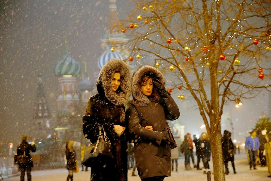 People walk during snowfall at the Red Square in Moscow, Russia on December 04, 2017.  Photo: Anadolu Agency/Getty Images