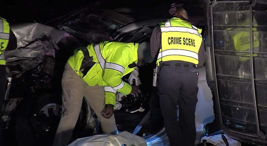 San Antonio police say a woman was killed following a head-on collision on the Northwest Side Sunday morning, Dec. 10, 2017. Photo: 21 Pro Video