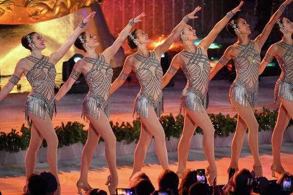 The Rockettes perform during the 85th Rockefeller Center Christmas Tree Lighting Ceremony at Rockefeller Center on November 29, 2017 in New York City. / AFP PHOTO / ANGELA WEISSANGELA WEISS/AFP/Getty Images ORG XMIT: 1