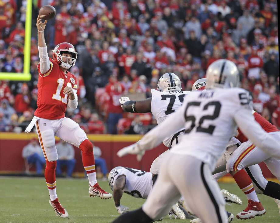 Chiefs quarterback Alex Smith didn't need a spectacular individual performance to lift Kansas City over the Raiders on Sunday. Photo: Charlie Riedel, Associated Press