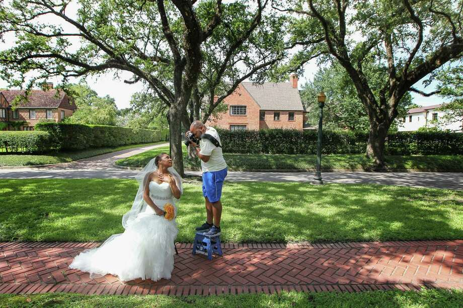 Chrisceldia Marshall, like many other brides, chose to have her wedding photos taken in the Broadacres' tree-lined esplanades. New HOA rules may limit that now. Photo: Steve Gonzales / © 2016 Houston Chronicle