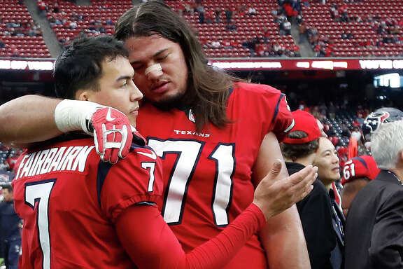 Houston Texans offensive guard Xavier Su'a-Filo (71) tries to comfort kicker Ka'imi Fairbairn (7) after he missed a field goal attempt during the fourth quarter of an NFL football game at NRG Stadium, Sunday, Dec. 10, 2017, in Houston.  ( Karen Warren / Houston Chronicle )