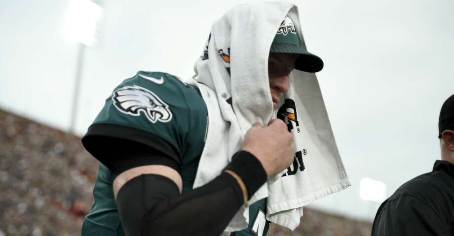 Philadelphia Eagles quarterback Carson Wentz leaves the field during the second half of an NFL football game against the Los Angeles Rams Sunday, Dec. 10, 2017, in Los Angeles.(AP Photo/Kelvin Kuo) Photo: Kelvin Kuo/Associated Press