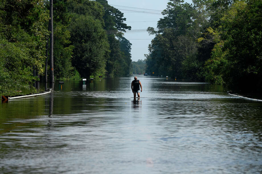 Floodwaters on Texas 12 in Deweyville Sept. 4, 2017 Photo: Ryan Pelham / ©2017 The Beaumont Enterprise/Ryan Pelham