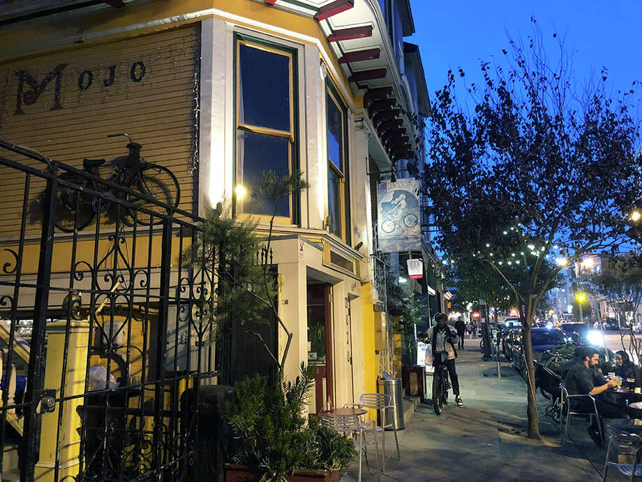 Mojo Bicycle Café at 639 Divisadero St. (and Grove) is closing. The café's last day will be December 22nd. Photo: Teresa Hammerl/Hoodline