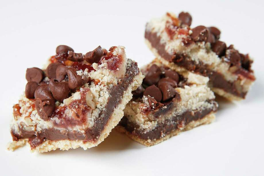 Chocolate Raspberry Crumb Bars Photo: Michael Ciaglo, Houston Chronicle / Michael Ciaglo