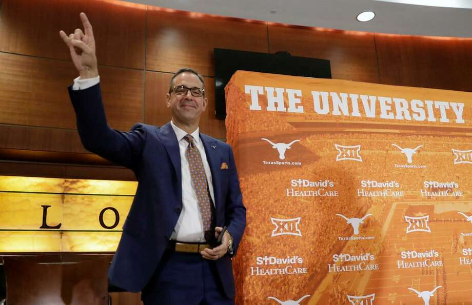 Chris Del Conte holds up the Hook'em sign at a news conference where he was introduced at the new vice president and athletics director for the University of Texas, Monday, Dec. 11, 2017, in Austin, Texas. Photo: Eric Gay /AP Photo