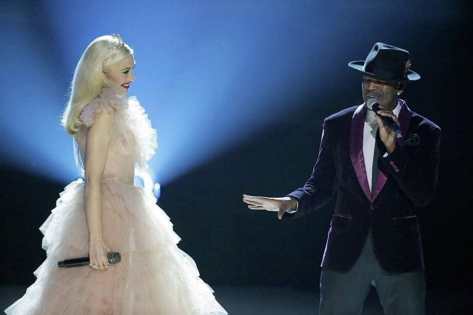 GWEN STEFANI: YOU MAKE IT FEEL LIKE CHRISTMAS -- Pictured: (l-r) Gwen Stefani, Ne-Yo -- (Photo by Paul Drinkwater/NBC) ORG XMIT: Season:1 Photo: Credit: Paul Drinkwater/NBC / 2017 NBCUniversal Media, LLC. Credit: Paul Drinkwater/NBC