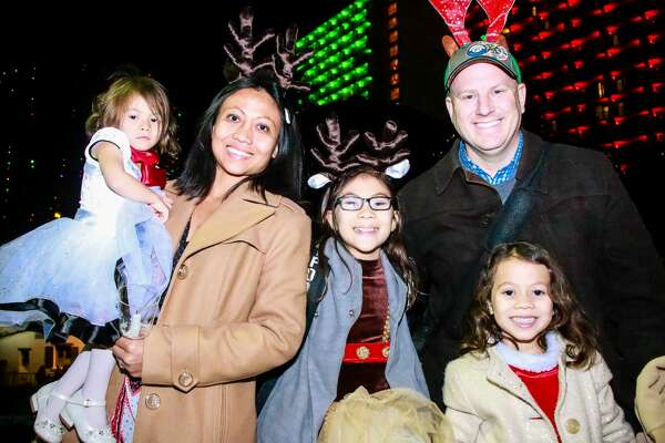 San Antonians gathered for a holiday celebration on the River Walk the 15th Annual Carols by Candlelight a free concert hosted by the Mission Point Christian Church.