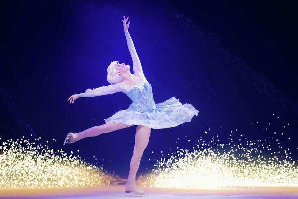 "Julianne DiMura as Elsa in Disney on Ice's ""Frozen"" (image courtesy Disney Enterprises)"