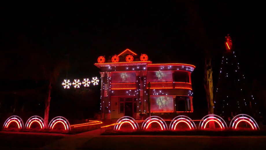 keep clicking to see where to spot holiday lights in san antonio
