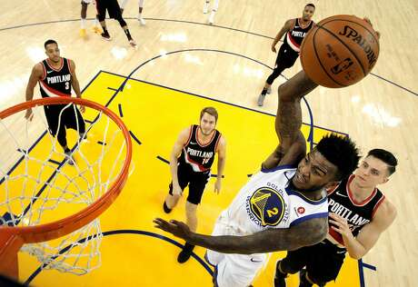 Jordan Bell dunks the ball during the second half as the Golden State Warriors played the Portland Trail Blazers at Oracle Arena in Oakland, Calif., on Monday, December 11, 2017. Photo: Carlos Avila Gonzalez, The Chronicle