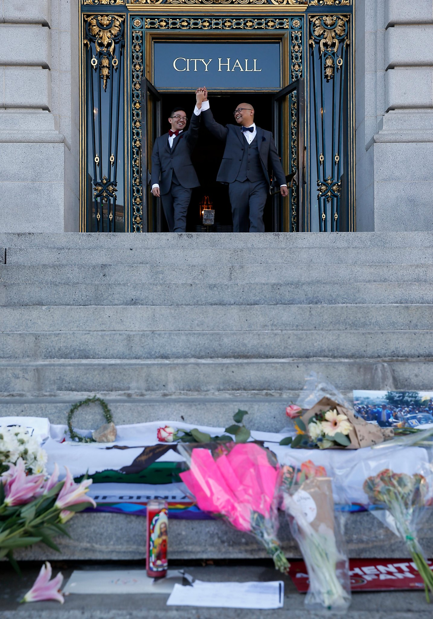 At City Hall Life Goes On Amid Mourning Sfchronicle