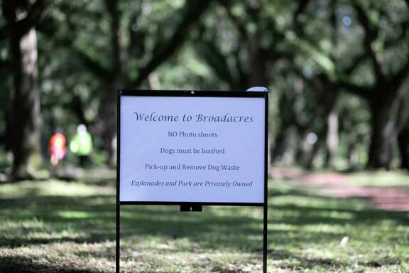 Homeowners in scenic Broadacres put up signs prohibiting professional photography on its esplanades.