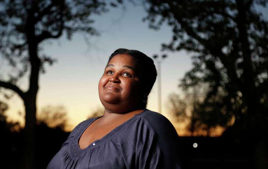 A local dentist volunteered to do nearly $10,000 worth of dental work for Shanda King.   Photo: Karen Warren, Staff / © 2017 Houston Chronicle