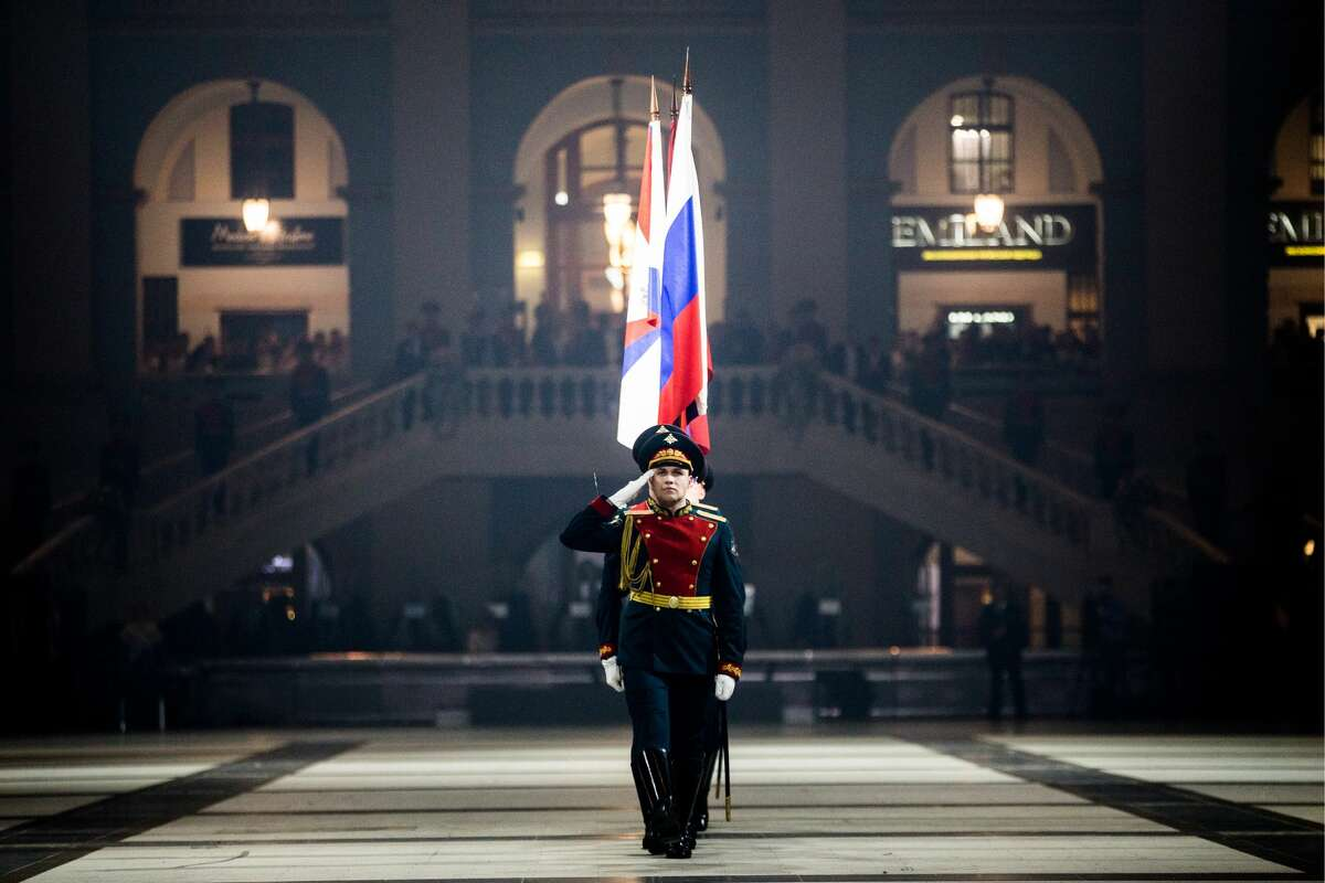 MOSCOW, RUSSIA - DECEMBER 12, 2017: Servicemen of the Honour Guard take part in the 2nd International Kremlin Cadet Ball marking Russia's Heroes of the Fatherland Day and Constitution Day at Moscow's Gostiny Dvor. Sergei Bobylev/TASS (Photo by Sergei Bobylev\TASS via Getty Images)