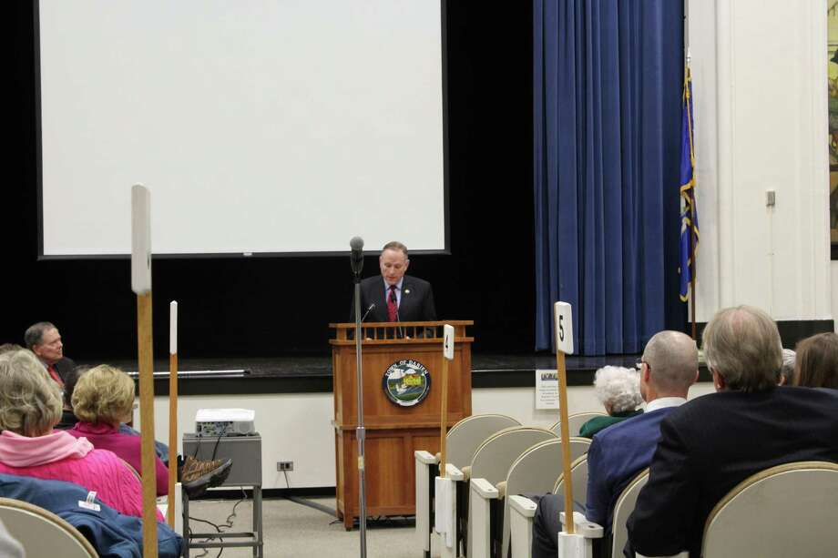 John Zagrodzky presents at the Darien Town Hall on Dec. 11, 2017. Photo: Humberto J. Rocha / Hearst Connecticut Media
