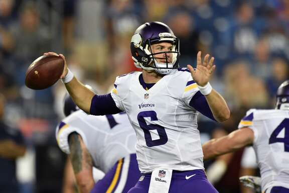 NASHVILLE, TN - SEPTEMBER 03:  Quarterback Taylor Heinicke #6 of the Minnesota Vikings looks for a receiver during a NFL pre-season game against the Tennessee Titans at Nissan Stadium on September 3, 2015 in Nashville, Tennessee.  (Photo by Ronald C. Modra/Sports Imagery/Getty Images)