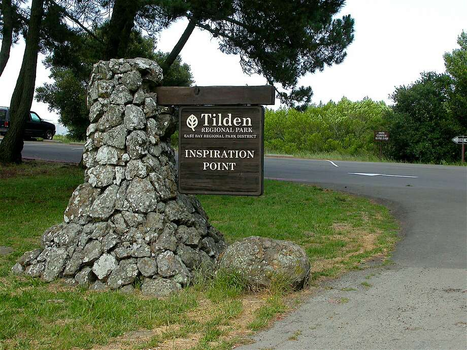 The parking area at Inspiration Point at Tilden Regional Park often fills on weekend, but after most make the short walk to the lookout on Nimitz Way, they return to open up space. Photo: Tom Stienstra, Tom Stienstra / The Chronicle