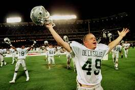 DE LA SALLE2/C/26SEP98/MN/RICH RICKMAN FOR THE CHRONICLE. CAMERON GOEPPERT OF DE LA SALLE HIGH SCHOOL AT THE SATURDAY FOOTBALL GAME WITH MATER DEI IN ANAHEIM ON EDISON FIELD  DE LA SALLE HIGH GOES UNDEFEATED SINCE 1991 WITH 78 GAME WIN  RECORD.