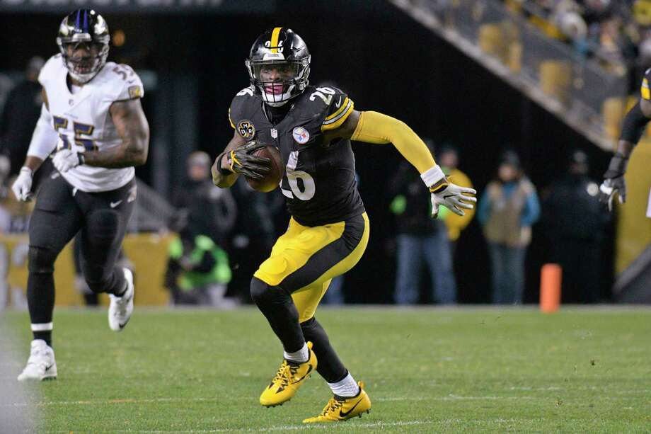 Le'Veon Bell and the Steelers host the Patriots in a pivotal AFC matchup Sunday in Pittsburgh. Photo: Don Wright, FRE / FR87040 AP