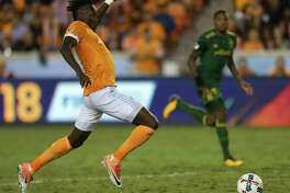 Houston Dynamo forward Alberth Elis (17) dribbles forward during the second half of Leg 1 MLS Semifinal match against the Portland Timbers at BBVA Compass Stadium Monday, Oct. 30, 2017, in Houston. The Houston Dynamo tied with Portland Timbers 0-0. ( Yi-Chin Lee / Houston Chronicle )