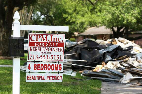 Real estate broker Kersi Engineer has a sign up for his four-suit house at the corner of Queensloch Drive and Contour Place in Meyerland Wednesday, Sept. 6, 2017, in Houston. The house was supposed to close on September 8 but the buyer backed off after the flood and Engineer was expected to put the house back to the market in about two months. ( Yi-Chin Lee / Houston Chronicle )