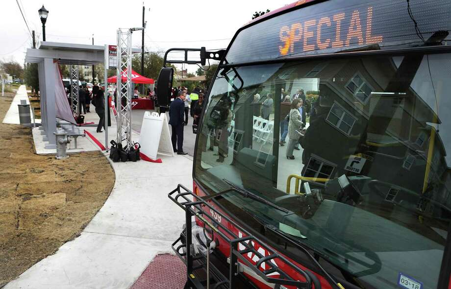 VIA celebrates its 1000th new bus shelter at N. Mittman and Hays St., in front of the new SAHA housing project on East Meadows. Photo: Bob Owen /San Antonio Express-News / ©2017 San Antonio Express-News