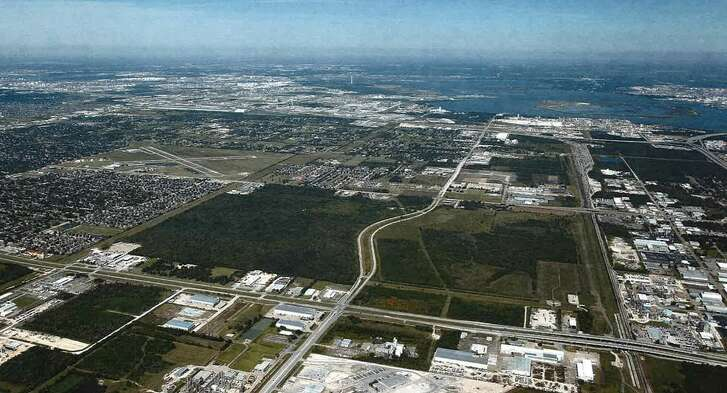 Avera Cos. has acquired 369 acres along Bay Area Boulevard near the Port of Houston from PPG Industries. Avera will retail134 acres, which will be available for commercial, retail, and light industrial use on the east of Bay Area Boulevard. It sold a 235-acre tracton the west side of Bay Area Boulevard to Beazer Homes.