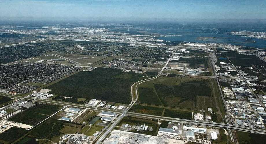 Avera Cos. has acquired 369 acres along Bay Area Boulevard near the Port of Houston from PPG Industries. Avera will retail 134 acres, which will be available for commercial, retail, and light industrial use on the east of Bay Area Boulevard. It sold a 235-acre tract on the west side of Bay Area Boulevard to Beazer Homes. Photo: Avera Cos.