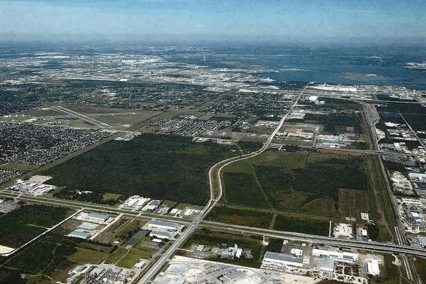 Avera Cos. has acquired 369 acres along Bay Area Boulevard near the Port of Houston from PPG Industries. Avera will retail 134 acres, which will be available for commercial, retail, and light industrial use on the east of Bay Area Boulevard. It sold a 235-acre tract on the west side of Bay Area Boulevard to Beazer Homes.