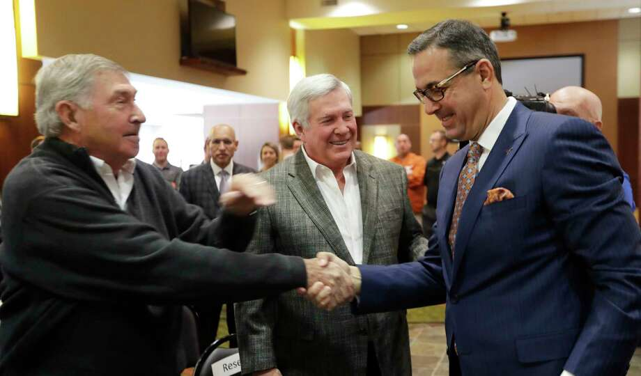 Chris Del Conte, right, would like to get Texas' football program back to the glory days of former athletic director DeLoss Dodds, left, and coach Mack Brown. Photo: Eric Gay, STF / Copyright 2017 The Associated Press. All rights reserved.