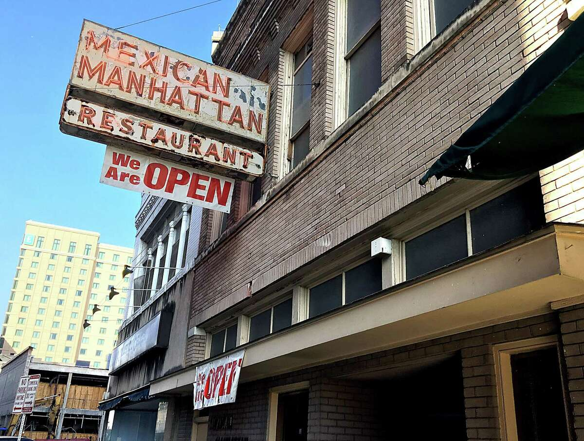 Mexican Manhattan served its last plate Saturday night after more than 60 years of being a downtown San Antonio staple.