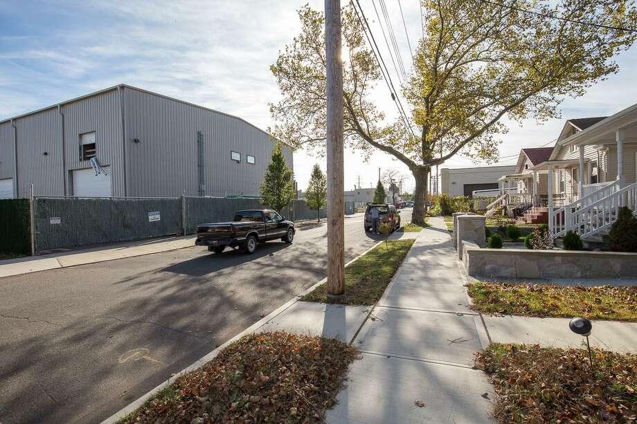 Welton Street, near the Chlor-Alkali plant.in New Haven. Photo: Derek Torrellas / Conn. Health I-Team