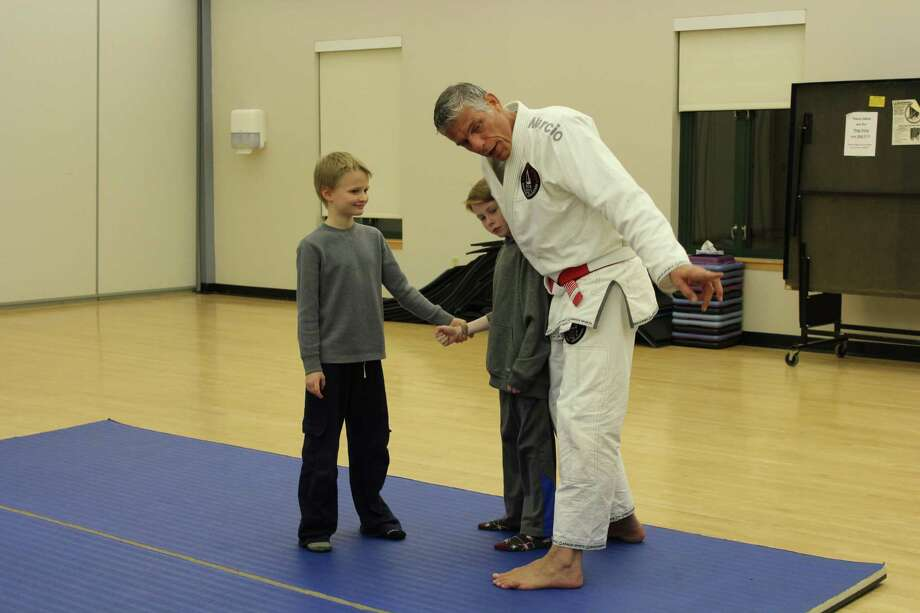 Marcio Stambowsky at his first Brazilian jiu jitsu class at the New Canaan YMCA on Dec. 11, 2017. Photo: Humberto J. Rocha / Hearst Connecticut Media