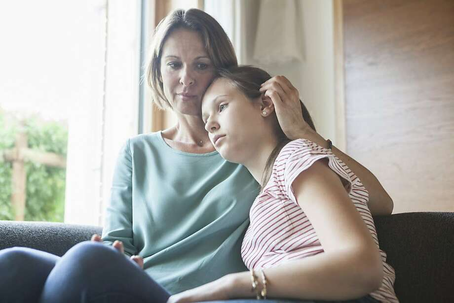 A mom is wondering how to break some bad news to her daughter. Photo: Westend61, Getty Images/Westend61