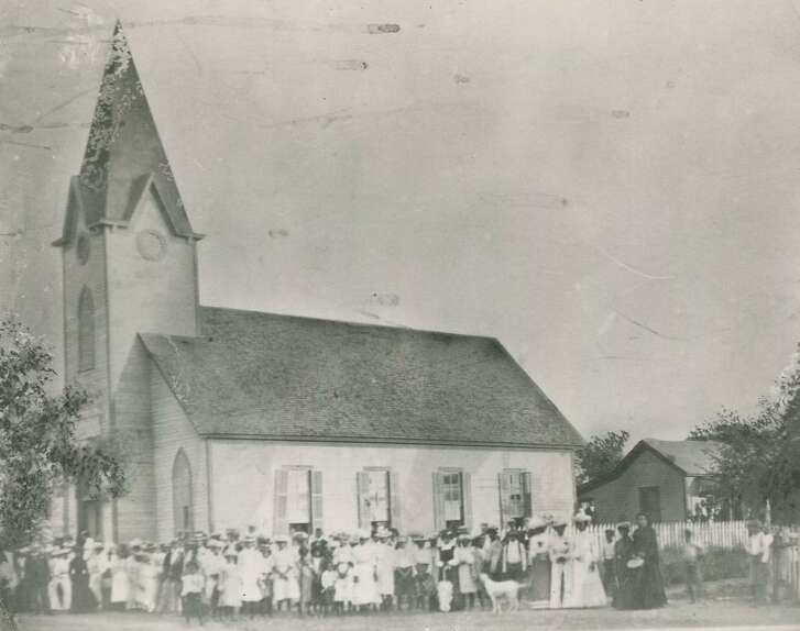 The church congregation posed outside Mount Zion Baptist Church, at 210 Santos Street, in the early 1900s.