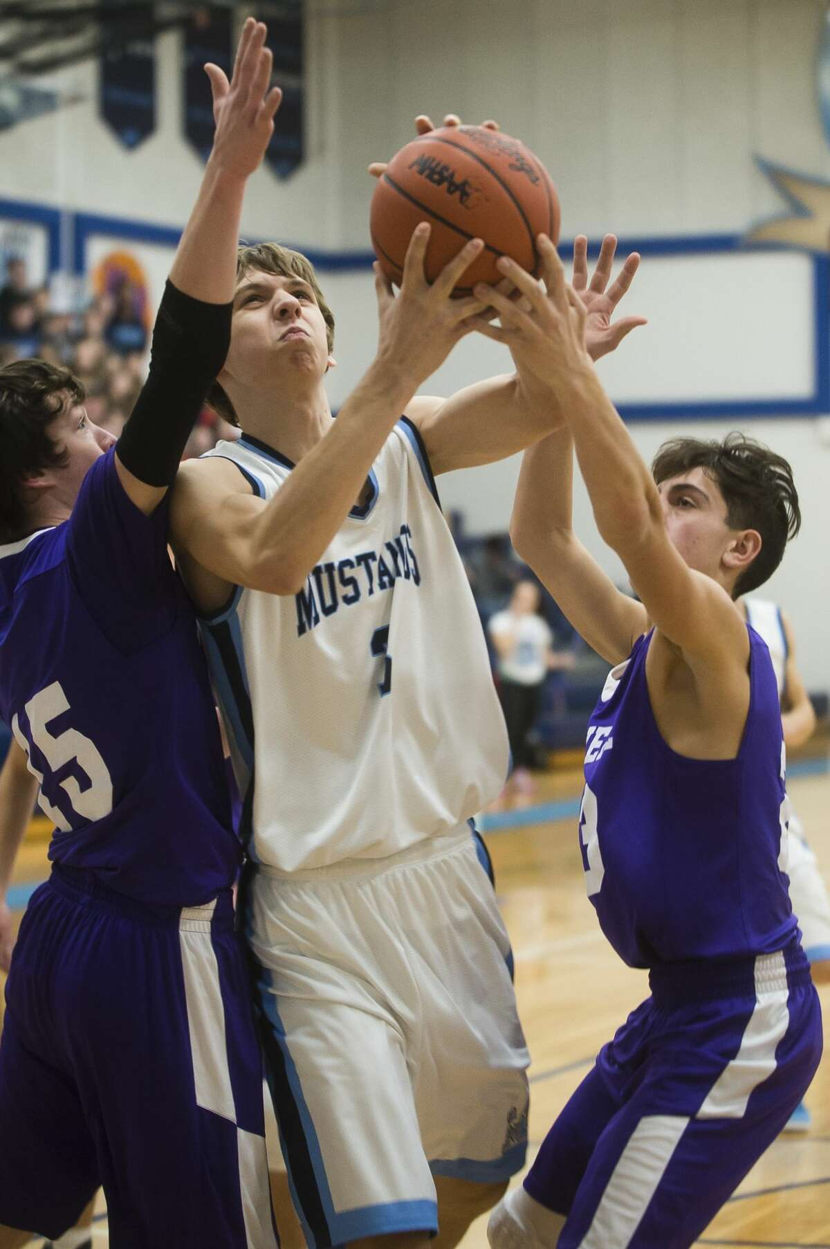 Meridian junior Lucas Lueder takes a shot during the Mustangs' game against Farwell on Thursday, Dec. 14, 2017 at Meridian Early College High School. (Katy Kildee/kkildee@mdn.net)