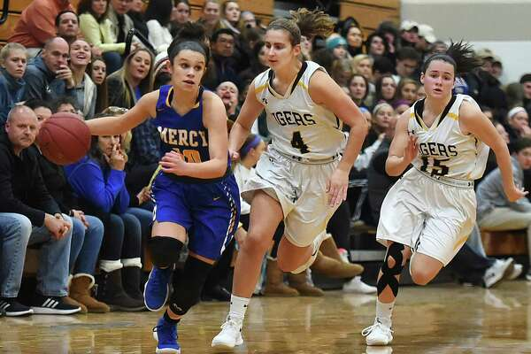 Mercy's Lexi Leon drives past Hand's Hannah Martin (4) and sophomore Sara Wohlgemuth (15) on Thursday.