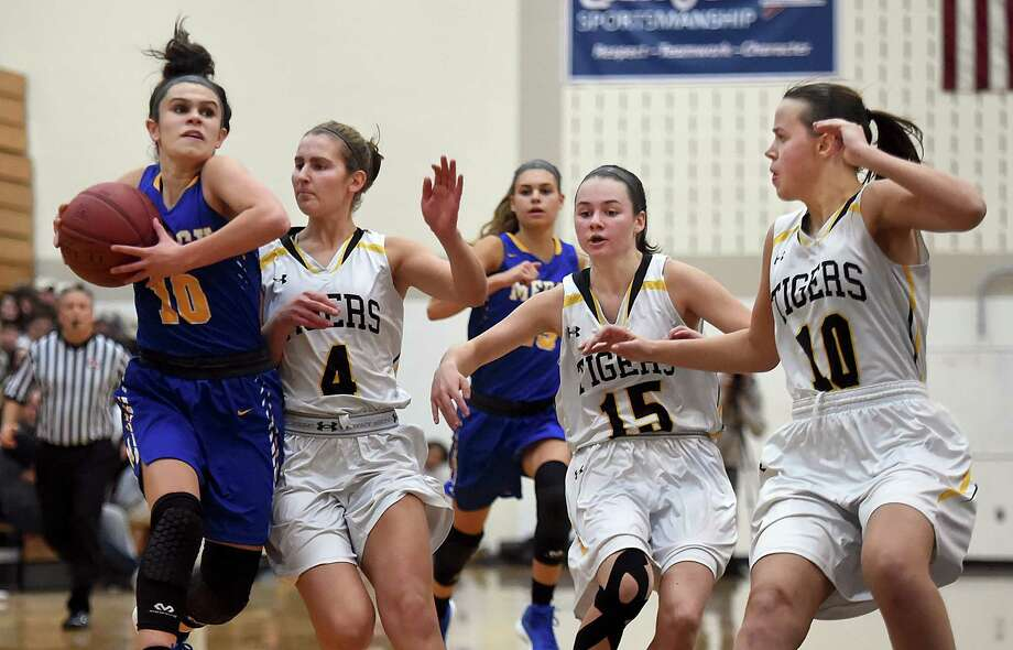 Mercy's Lexi Leon elevates to the hoop as Hand's Hannah Martin (4), Sara Wohlgemuth (15) and Halle Freund (10) defend on Thursday. Photo: Catherine Avalone / Hearst Connecticut Media / New Haven Register