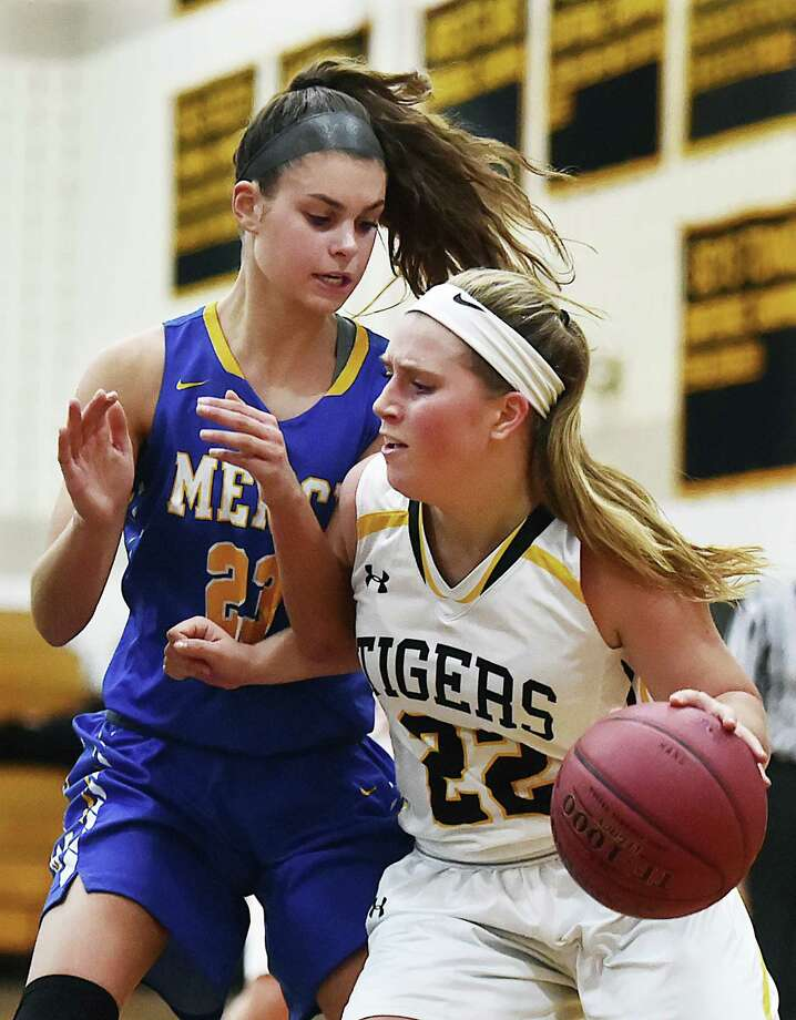 Mercy defeats Hand, 50-40, Thursday, Dec. 14, 2017, at Daniel Hand High School in Madison. Photo: Catherine Avalone, Hearst Connecticut Media / New Haven Register