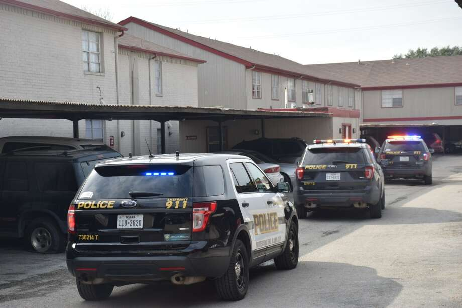 San Antonio police responded Friday afternoon, Dec. 15, 2017, to a shooting at the Silver Ridge apartment complex, in the 8400 block of Quail Creek, where multiple people were reported injured. Photo: Caleb Downs