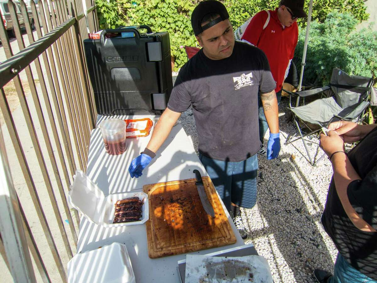 Pitmaster Fernando Carrillo turns out well-cooked ribs atRagtop Fern's BBQ in Los Angeles.