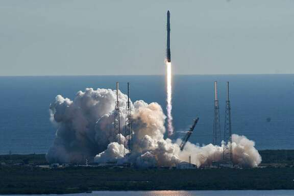 A SpaceX Falcon 9 rocket lifts off from newly refurbished Pad 40 at Cape Canaveral Air Force Station, in Cape Canaveral, Fla, Friday, Dec. 15, 2017. The rocket is carrying supplies to the International Space Station.  (Craig Bailey/Florida Today via AP)