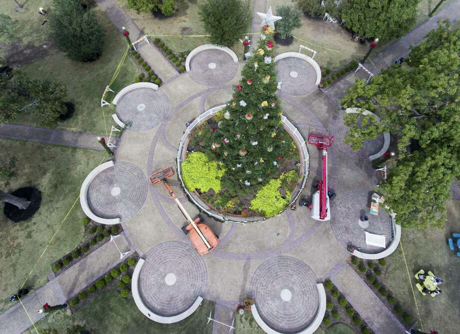 The San Antonio Christmas tree, shown here being placed in the middle of Travis Park, is awesome, but a reader would like to see it back where she says it belongs — at Alamo Plaza. Photo: William Luther /San Antonio Express-News / © 2017 San Antonio Express-News