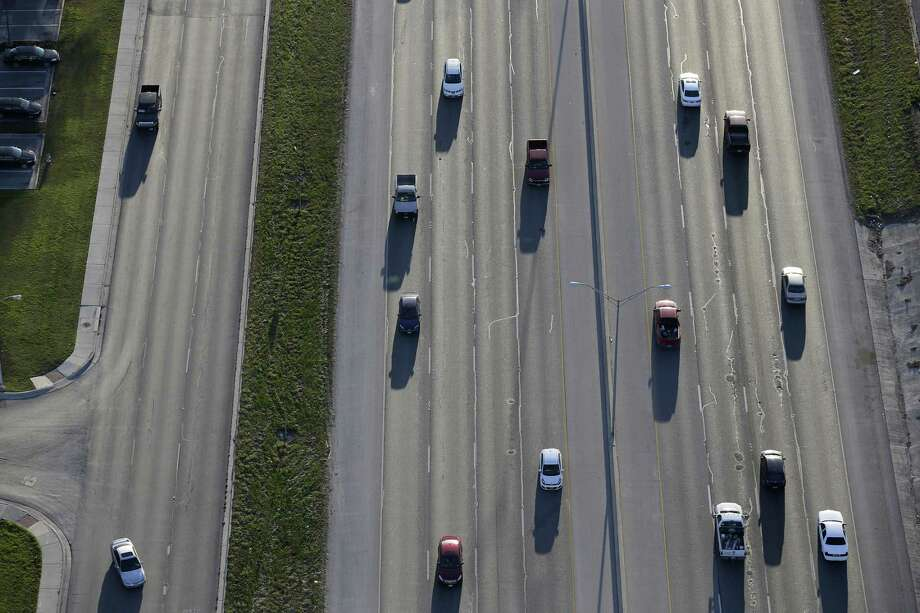 Traffic moves along IH-35 in New Braunfels, Texas, Thursday, Feb. 18, 2016. Photo: JERRY LARA, Staff / San Antonio Express-News / © 2016 San Antonio Express-News