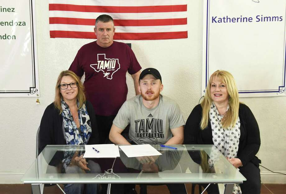 Jake Eynon is joined by his stepmother Emma Eynon, his father Tony Eynon and his mother Jane Coe Friday as he signed on with the Team Solent Kestrels. Photo: Danny Zaragoza /Laredo Morning Times / Laredo Morning Times