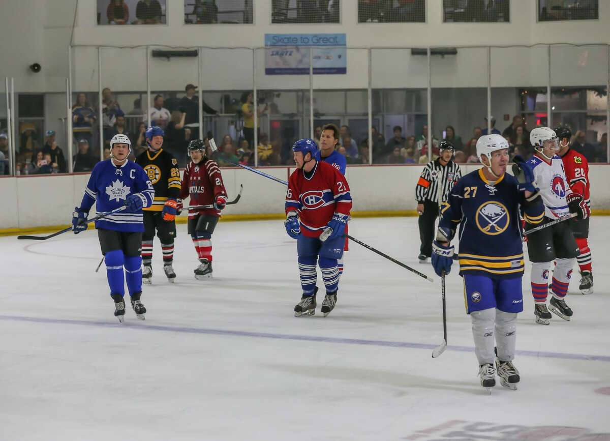 December 2, 2017: NHL Alumni players all took to thrice in the final moments of the NHL Alumni Charity Game for Hurricane Harvey Relief event at the Willowbrook Aeorodome in Houston, Texas. (Leslie Plaza Johnson/Freelance